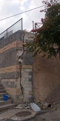 בן 15 נפצע אנוש ומת בתום ניסיונות החייאה כשנפל מגובה עם גדר שקרסה