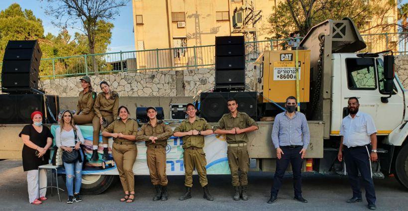 להקה צבאית עם סגן ראש העיר