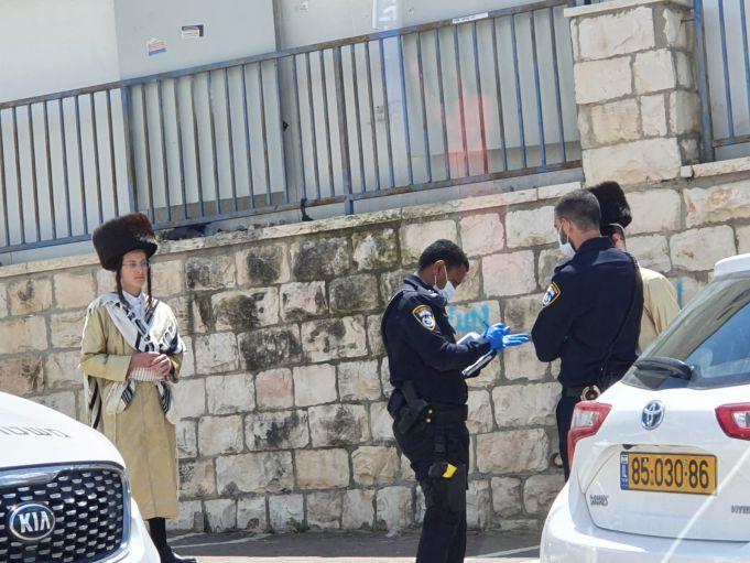 שוטרים בעת מילוי תפקידם, אין קשר לאירוע בכתבה
