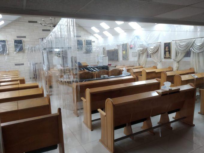 בית כנסת נערך בקפסולות לקורונה