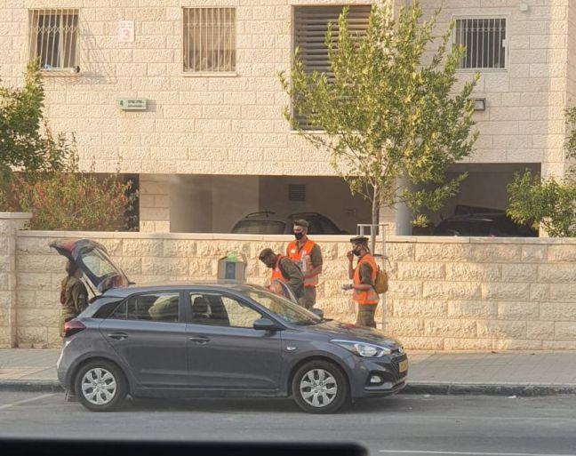 חיילי פיקוד העורף במילוי תפקידם צילום: משה גוזלן
