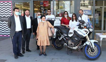 משפחת חזן עם האופנוע צילום: רווח הפקות