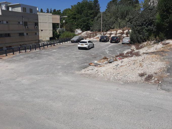 מגרש חניה בגב הרצל 632