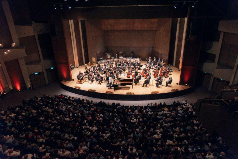 קונצרט בימת תיאטרון