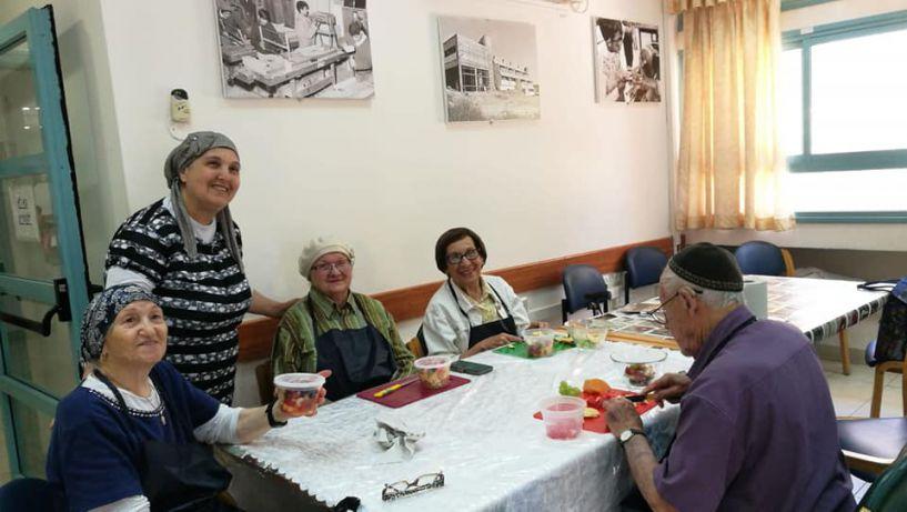 מרכז יום לקשיש בימים רגילים