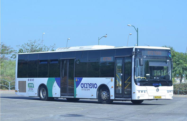 תמונה שהתרגלנו אליה בעיר, אוטובוס סופרבוס