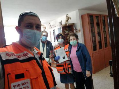 מתנדבים מודים ומוקירים ניצולי שואה