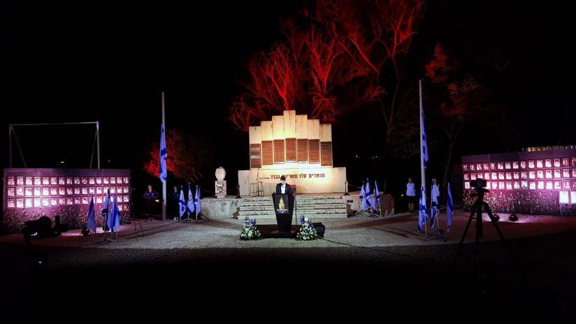האנדרטה בליל הזיכרון ציךום: מיכאל קריספל