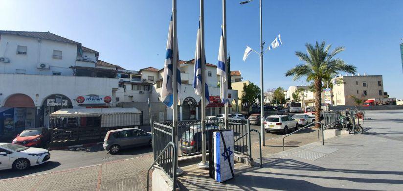 דגלים בחצי התורן