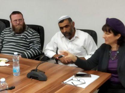 """חב""""ד בעיר מבקשת לכפוף ולהנהיג את הבית היהודי"""