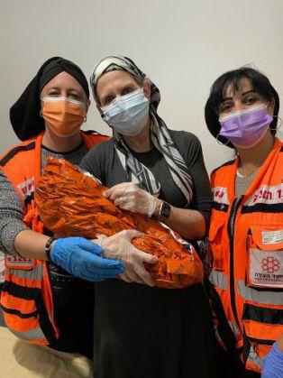 לידה שניה בבית השבוע בעזרת מתנדבות איחוד והצלה