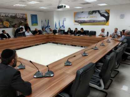 הערב כינוס הנהלת מועצת העיר על סדר היום הקורונה