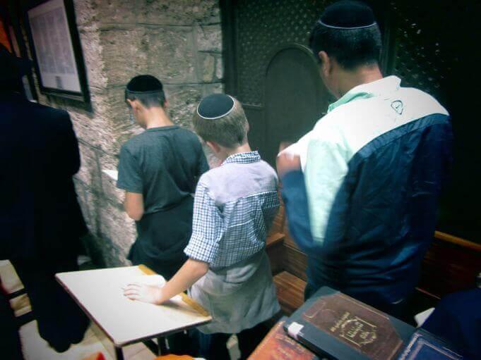 """""""נווה צבי"""" בהיכל הגדול בעלז בירושלים ובקבר רחל"""