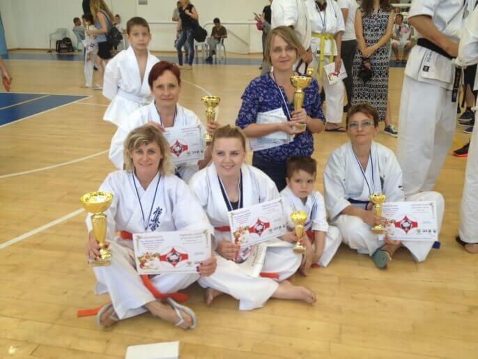 גביעים ותארים למשתתפי תחרות בקראטה קיוקושיין