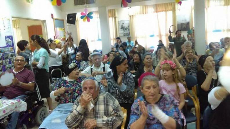 קשישים שמחים
