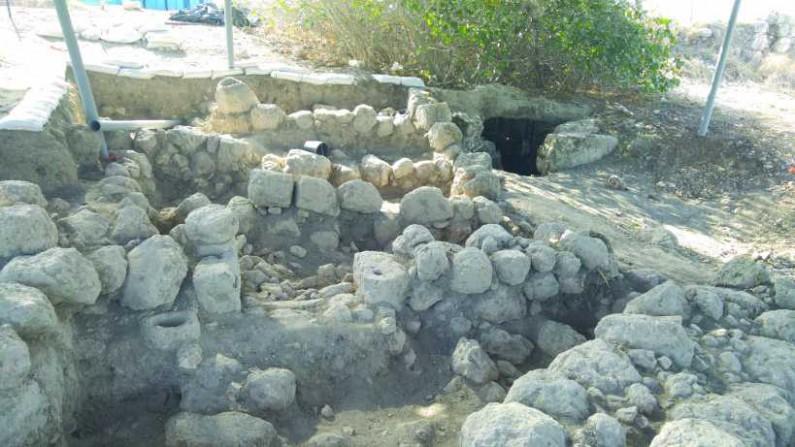 עתיקות בסמוך לתל