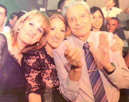 """מוריס שיטרית עם בתו וכלתו, מדף הפייסבוק של כלתו ח""""כ קטי שיטרית"""