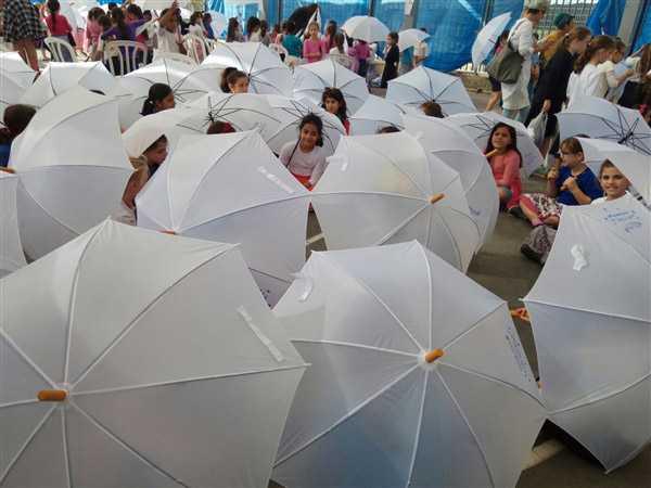 מטריות לבנות
