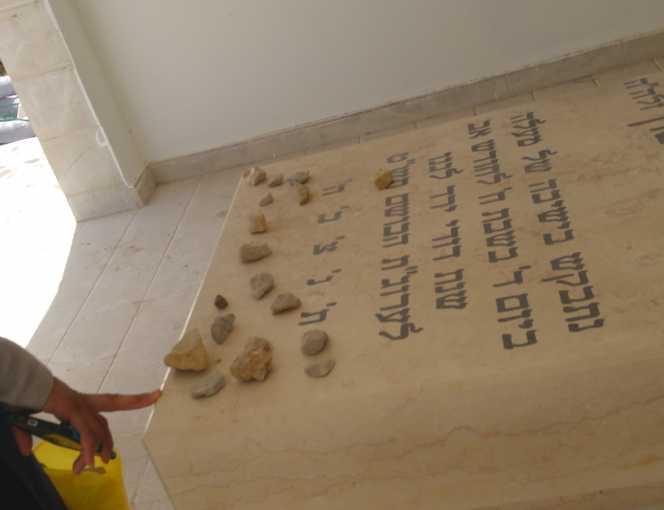קבר בבית העלמין