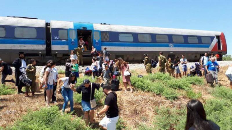 רכבת ישראל- עשן מקרון הנוסעים בשעת נסיעה