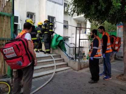 15 נפגעים בשריפת דירה בבניין בן 4 קומות ברח חזון איש