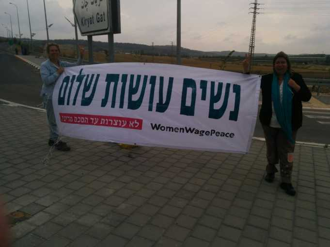 מאות נשים התפרסו במעל 100 צמתים ברחבי הארץ וקראו לקידום הסכם מדיני