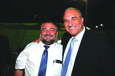 אלי כהן עם ראש העירייה משה אבוטבול