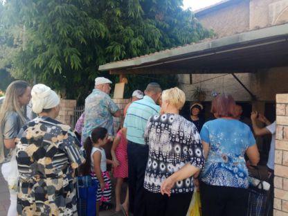 נטלי סקרליצקי בשיתוף לקט ישראל דואגים לניצולי השואה